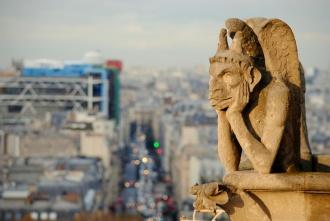 Gárgolas de Notre Dame, Centro Pompidou al fondo. París 2014.