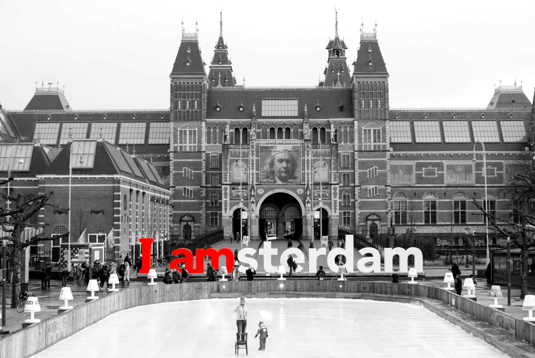 'I amsterdam' y Rijksmuseum, en Museumplein. Ámsterdam 2015.