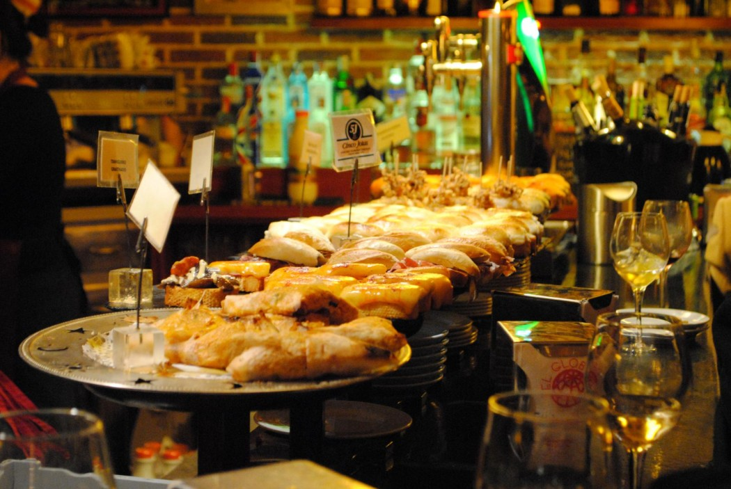Bar-restaurante El Globo. De pintxos en Bilbao, 2014.