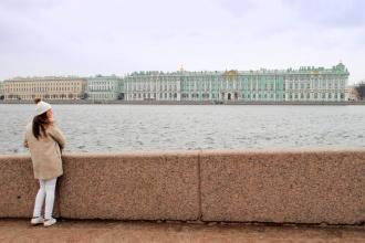 Vistas del gran Hermitage desde Strelka.