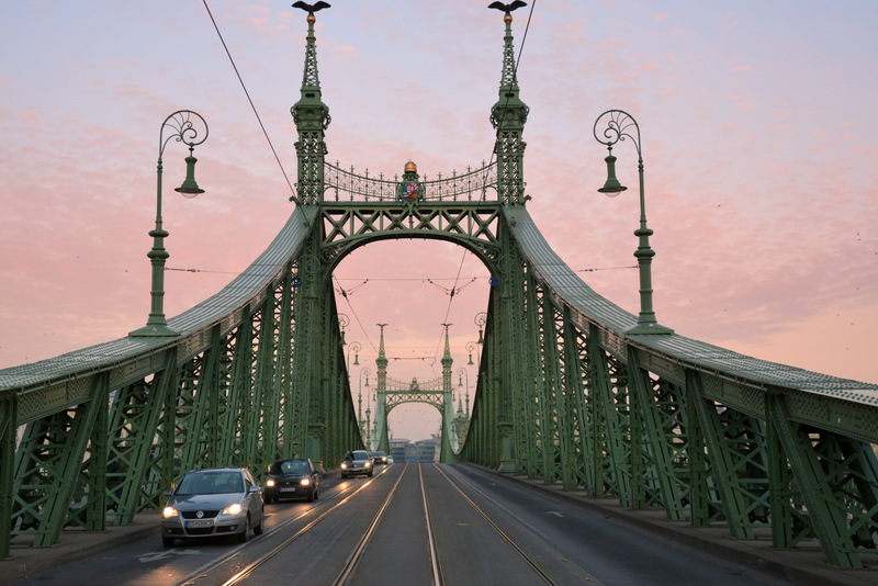 budapest-puente-libertad-anochecer-1