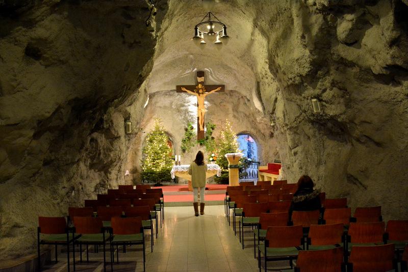 que-ver-budapest-iglesia-rupestre-1