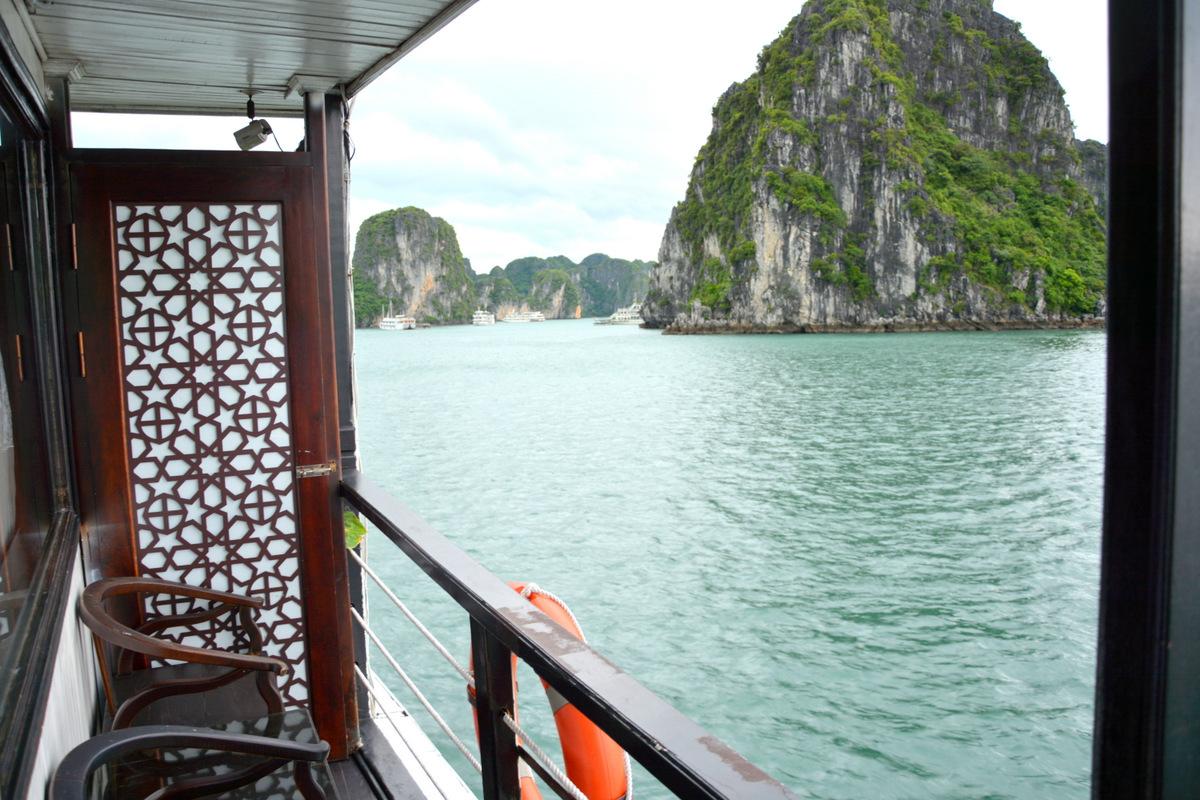 barco-bahia-halong-1