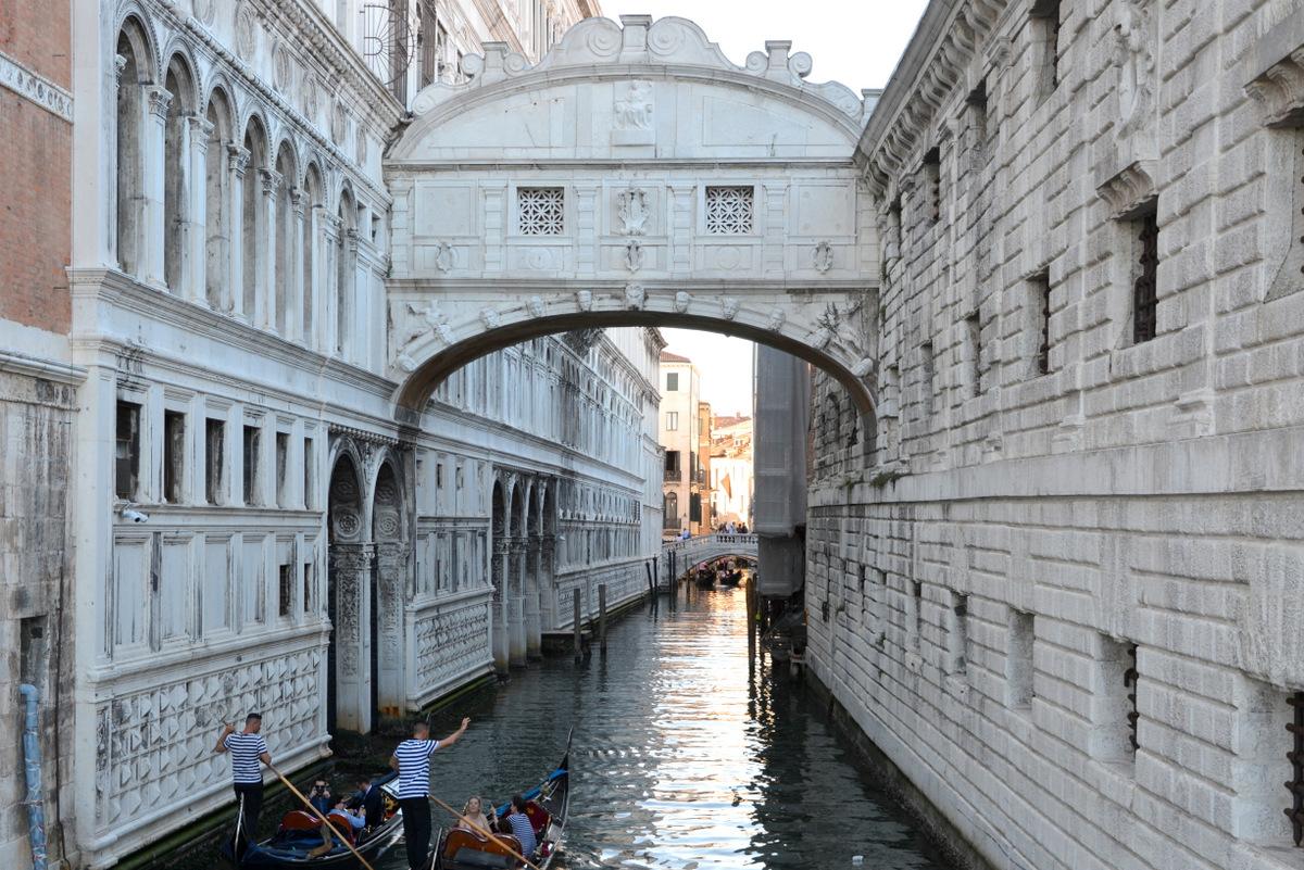 venecia puente suspiros